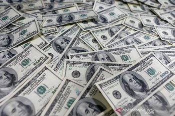 Dolar melemah di tengah sejumlah data ekonomi terbaru