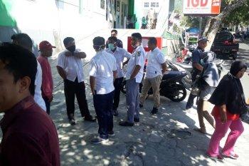 Petugas kesehatan di RSU Chasan Boesoerie di Ternate mogok kerja