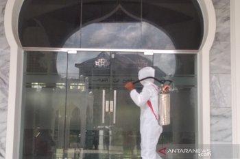 Denintel Kodam IM semprot disinfektan masjid di Aceh