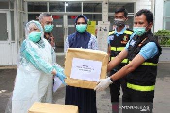 Polres Sukabumi Kota serahkan APD untuk tenaga medis COVID-19