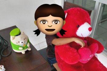 Boneka untuk adik Tiara