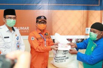 Gubernur Jambi salurkan bantuan jaring pengaman sosial di Kabupaten Muarojambi