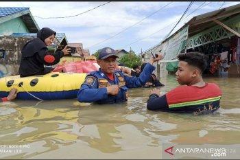 Warga Samarinda harus mengungsi karena banjir