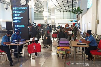 Di era normal baru, penumpang harus datang empat jam sebelum penerbangan