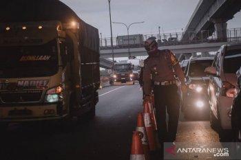 Ribuan mobil menuju Jakarta diminta putar-balik di tol Jakarta-Cikampek