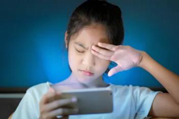 Dampak sinar biru dari layar gadget untuk kesehatan kulit