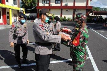 Polda Malut bersama TNI salurkan 5 ton beras di Kota Ternate