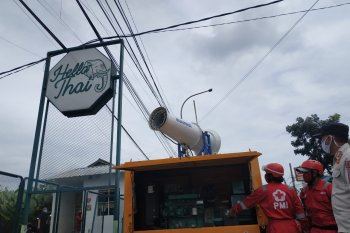 PMI Kota Sukabumi kerahkan gunner spraying semprotkan disinfektan cegah penyebaran COVID-19