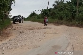 Wabup Penajam desak pemprov serius tangani jalan trans-Kalimantan