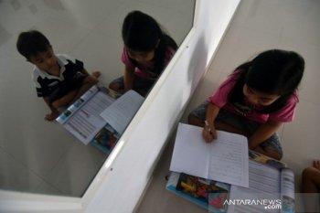 Siswa belajar di rumah hingga tahun ajaran baru