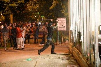 Pembunuhan George Floyd oleh polisi AS picu penjarahan dan pembakaran