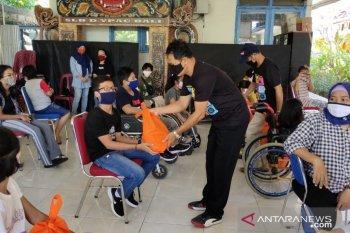 KPU Badung salurkan bahan pokok untuk penyandang disabilitas