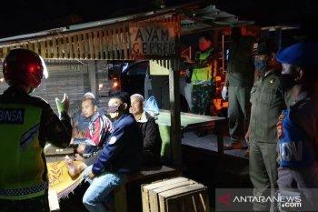 Patroli aparat gabungan di Rejang Lebong sosialisasikan protokol kesehatan