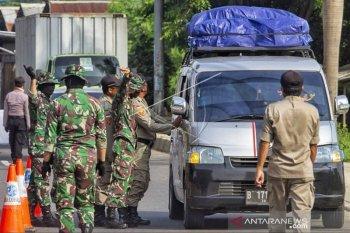 Penyekatan ruas Tol Jakarta-Cikampek masih terus dilakukan petugas gabungan pada masa PSBB