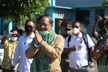 Menko Polhukam Mahfud berkunjung ke pulau terluar saat pandemi COVID-19