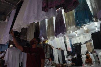 Omset penjualan bahan pakaian di Jambi menurun