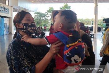 Ibu dan balita terpisah di Hong Kong bertemu di Surabaya