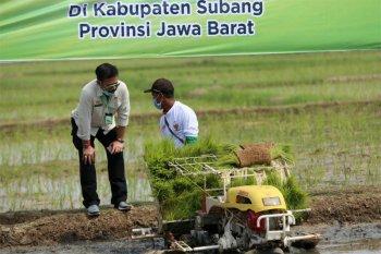 Mentan Ajak Petani Subang Manfaatkan Alsintan dan KUR
