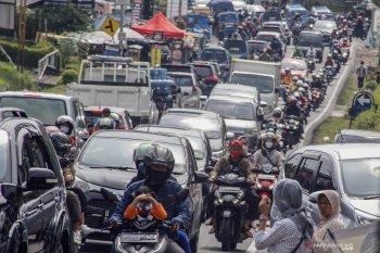 Jalur wisata Puncak-Cianjur macet jelang Minggu sore