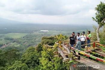 Menikmati keindahan Gunung Bujel Lumajang yang eksotis