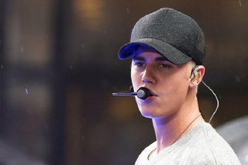 Justin Bieber tampil penuh emosi di Saturday Night Live