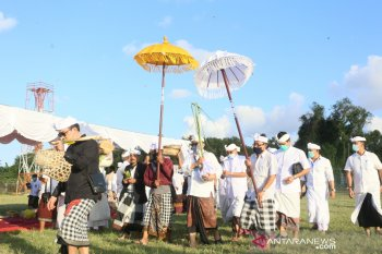 """Bandara Ngurah Rai Bali laksanakan ritual """"Peneduh Jagat"""" mohon keselamatan dari COVID-19"""