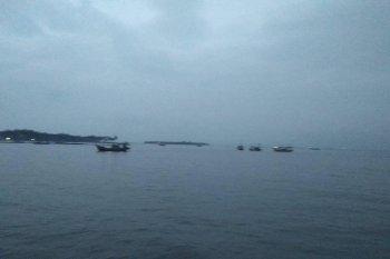 Seorang wisatawan Pantai Anyer meninggal diterjang ombak besar saat selancar