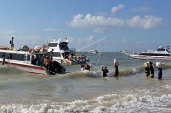 Penyeberangan ke Nusa Penida masih terbatas