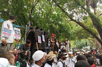 Ribuan orang demo tolak RUU HIP di DPRD Sumut, abaikan protokol kesehatan