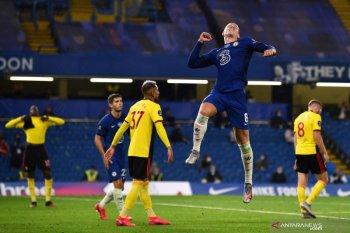 Hajar Watford, Chelsea amankan kembali posisi empat besar