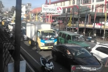 Macet, jalur wisata Puncak-Cianjur