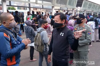 Bima Arya: Antrean panjang penumpang KRL harus dicari solusinya