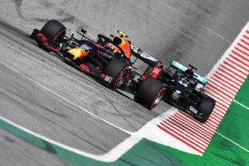 Hamilton sebaiknya meminta maaf ke Alexander Albon, kata bos Red Bull