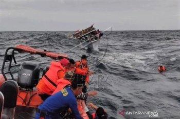 Evakuasi penumpang kapal Guide tenggelam di perairan Malaog