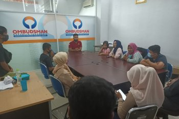 Puluhan orang tua siswa datangi  Ombudsman Sumbar adukan PPDB