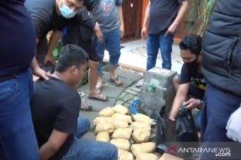 Polisi ringkus dua kurir bawa 18 paket sabu dalam kantong hitam