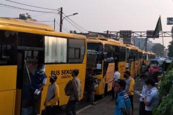 Bus bantuan Pemprov DKI  mampu urai kepadatan penumpang KRL di Stasiun Bogor