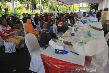 Gugus tugas menelusuri positif COVID-19 pada tiga media di Surabaya