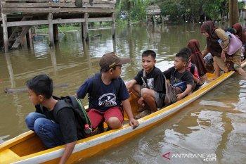 Sedikitnya 500 kepala keluarga di Konawe mengungsi akibat banjir