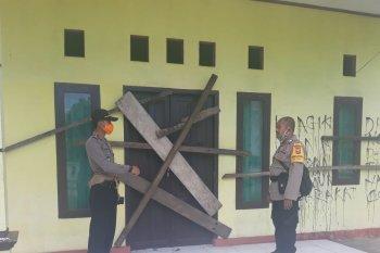 Warga blokir kantor desa Bobale karena BLT dijanjikan tidak cair