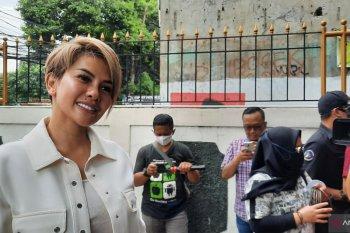 Nikita Mirzani divonis 6  bulan tanpa dipenjara