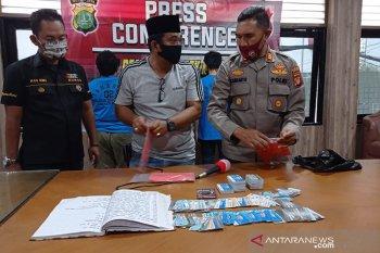 Kartu Jakarta Pintar ditimbun oleh pedagang rentenir