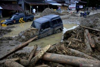 10 hanyut, 213 rumah tertimbun pasir dan lumpur akibat banjir bandang