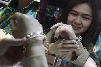 Harga emas diperkirakan akan menguat pada Juli 2020