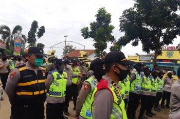 Ratusan personel Polres Subang amankan unjuk rasa nelayan di Patimban