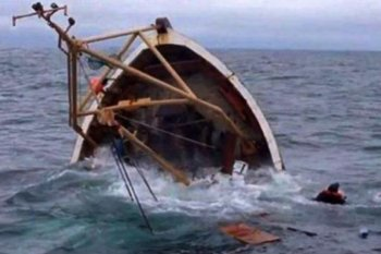 Kapal tabrak karang,  empat tewas seketika