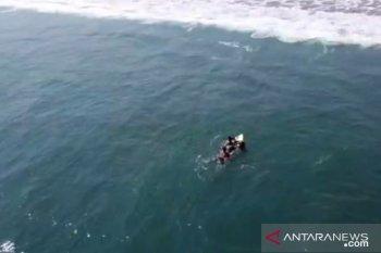 Empat wisatawan tenggelam usai nekat berenang di laut selatan Sukabumi (video)