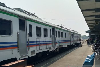 Kereta Api Lokal Karawang-Jakarta belum beroperasi akibat pandemi