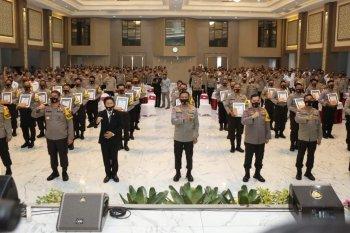 39 Bhabinkamtibmas terima penghargaan dalam upaya penanganan COVID-19