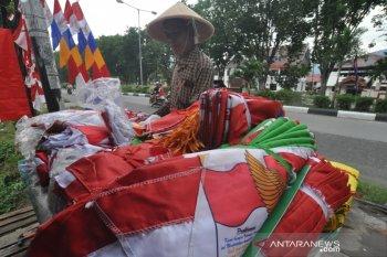Pedagang bendera musiman mulai menjamur di Palu